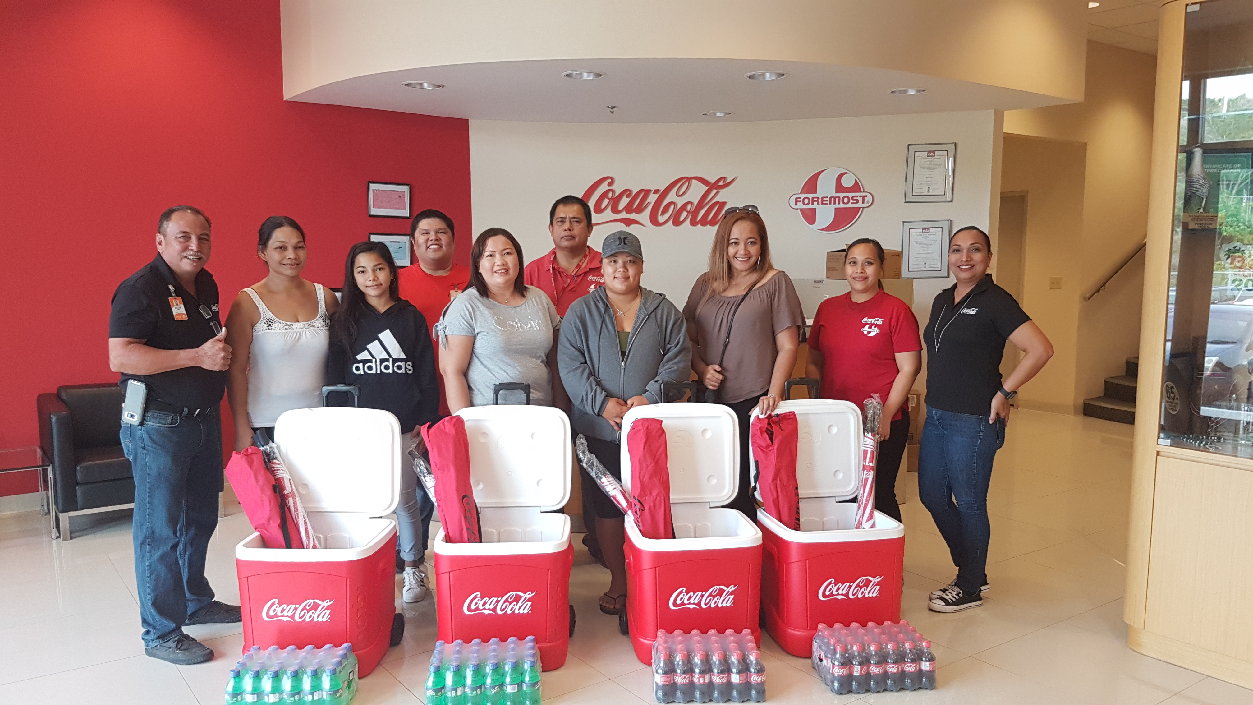 """Coca-Cola awards prizes to """"Chill<br>in the Spring"""" promo winners"""